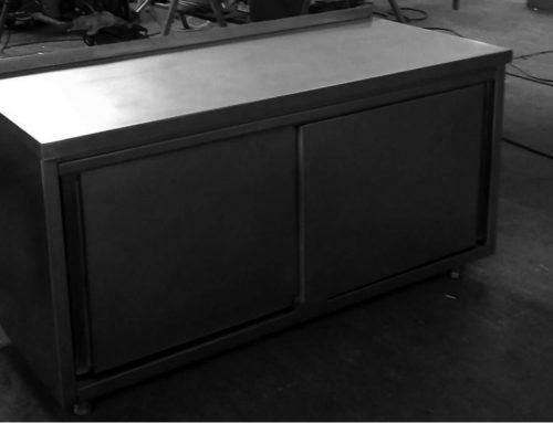 Mueble inoxidable con puertas de corredera